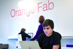Orange et Facebook dévoilent les 4 start-up de la saison 1 de Telecom Track