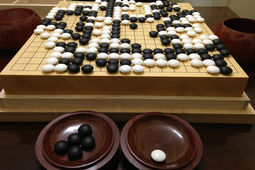 Intelligence artificielle : le champion humain sauve l'honneur en remportant un match contre AlphaGo