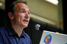 Tim Berners-Lee lance la campagne #ForTheWeb, la France signe