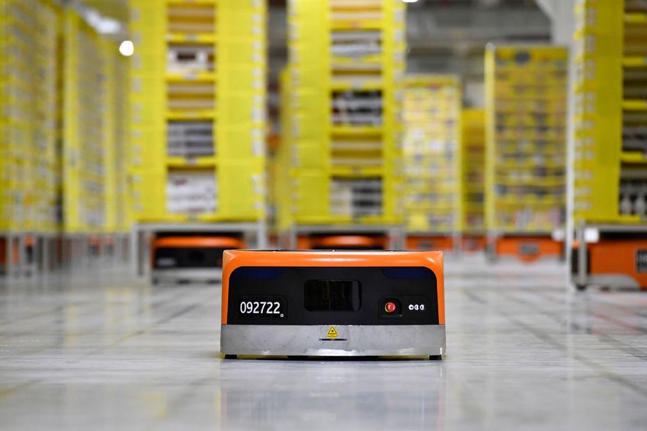 Amazon ouvre son premier centre de distribution robotisé en France à Brétigny-sur-Orge
