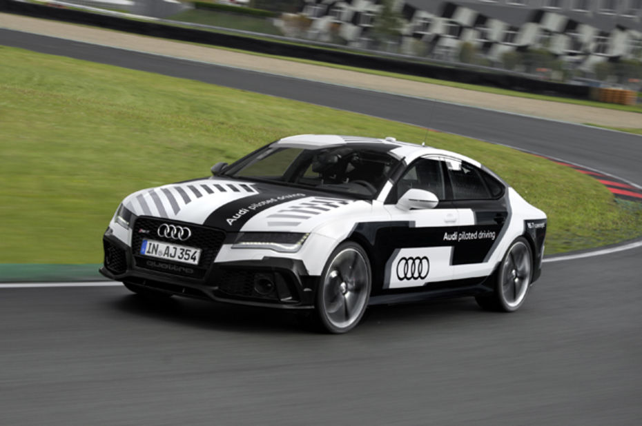 audi fait rouler une rs 7 autonome 240 km h sur un circuit de course. Black Bedroom Furniture Sets. Home Design Ideas