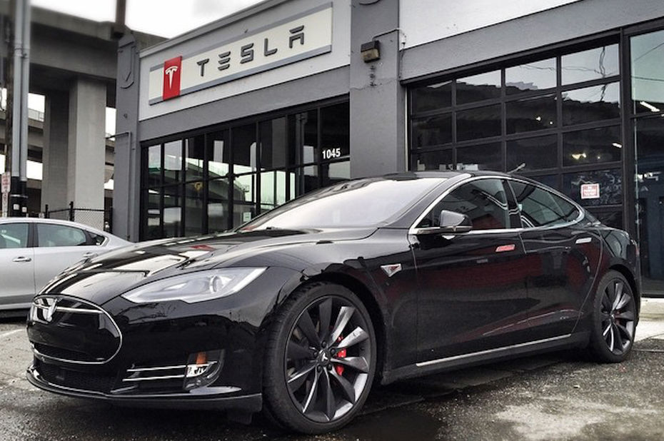 la tesla bon march dans la derni re ligne droite. Black Bedroom Furniture Sets. Home Design Ideas