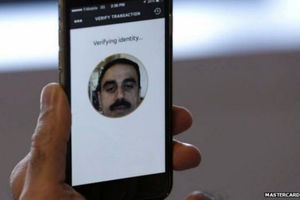 Mastercard teste l'authentification des paiements par... selfie !