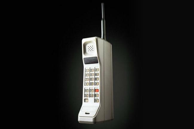 le premier t l phone portable de l 39 histoire le motorola dyna tac 8000x le t l phone mobile a. Black Bedroom Furniture Sets. Home Design Ideas